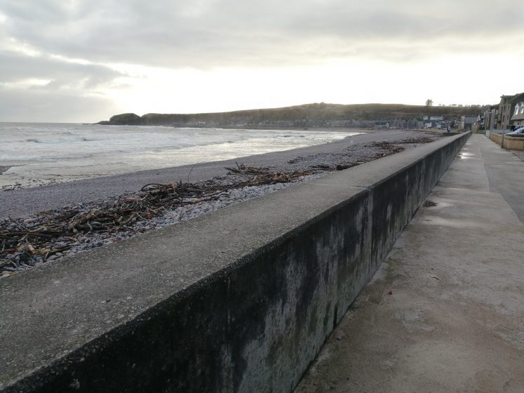 The promenade wall as a strong diagonal across the image